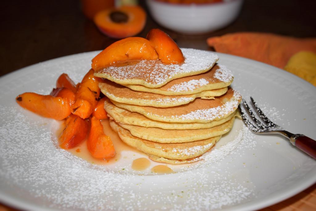 Luftige Eierpfannküchlein mit Vanille-Aprikosen