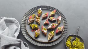 Fruchtkonfekt mit Buchweizen, Nüssen & Zimtbackpflaumen