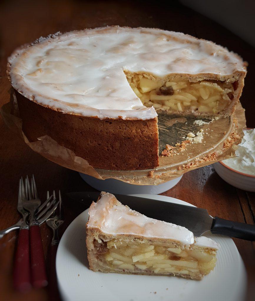 Lieblingskuchen: Gedeckter Apfelkuchen mit Zitronenguss