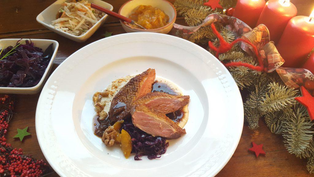 Entenbrust mit Rotkraut, Pastinakenpüree und Aprikosen-Kürbischutney