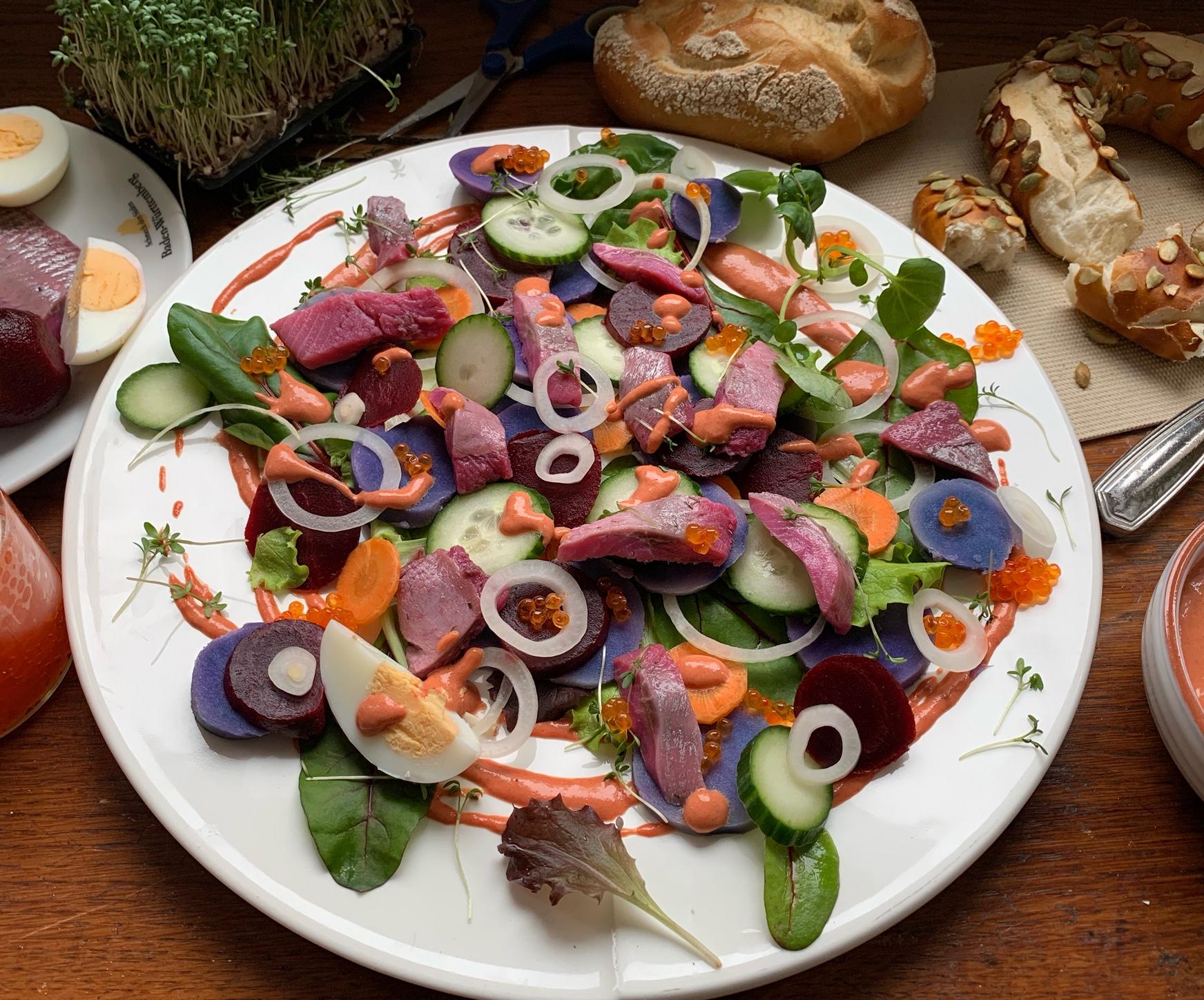 Kartoffel-Heringssalat mit roter Beete-Senf-Orangendip