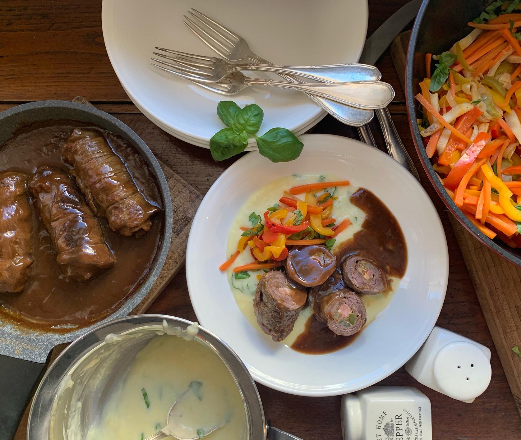 Saftige Rinderrouladen mit Paprika-Letscho & Kartoffelpüree