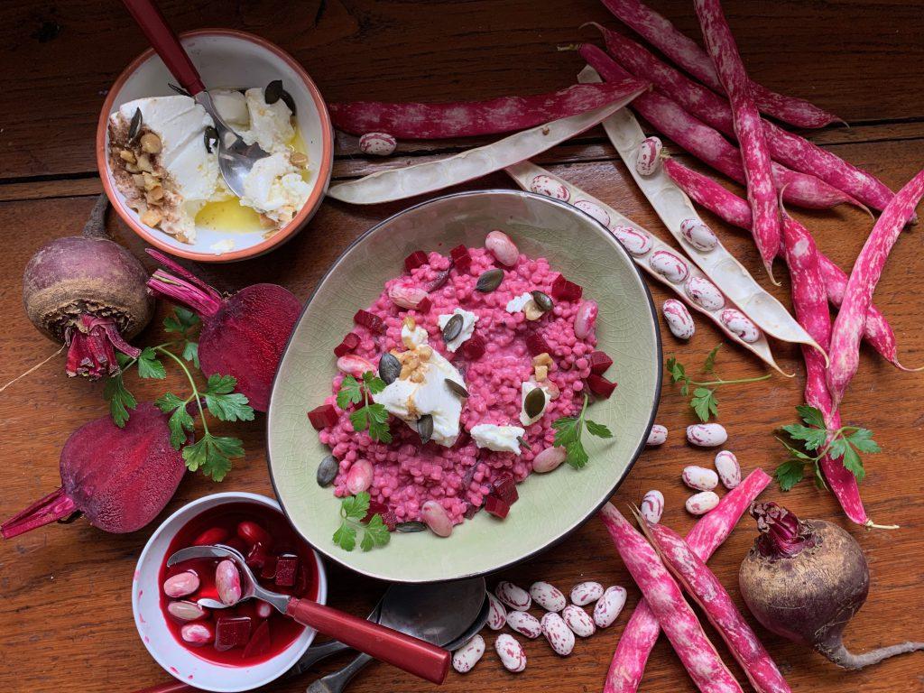 Erntezeit für Bohnen: Rote Beete-Riebele mit Bohnen und angemachtem Frischkäse