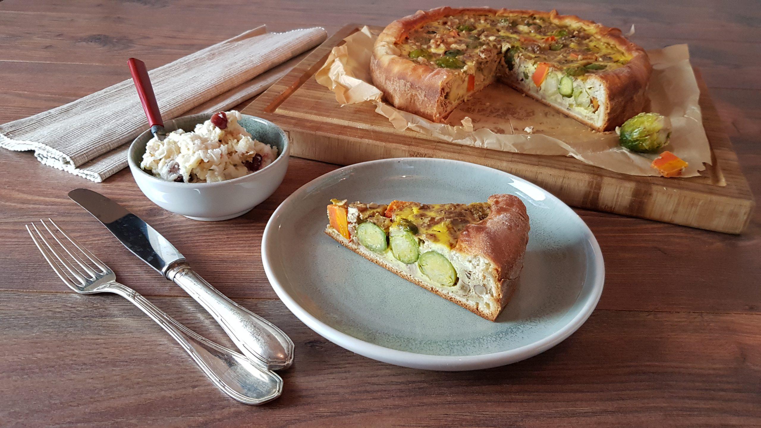 Deftiger Hefekuchen mit glasiertem Rosenkohl, Karotten & Walnüssen