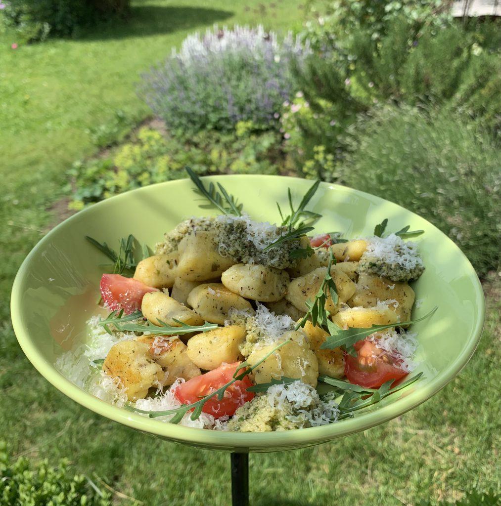 Rukola-Kartoffelnudeln mit Rukolapesto und Allgäuer Emmentaler