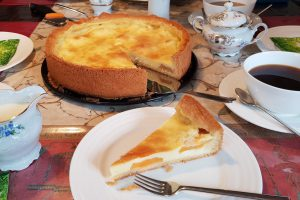 Aprikosen-Puddingkuchen_Kaffeetafel