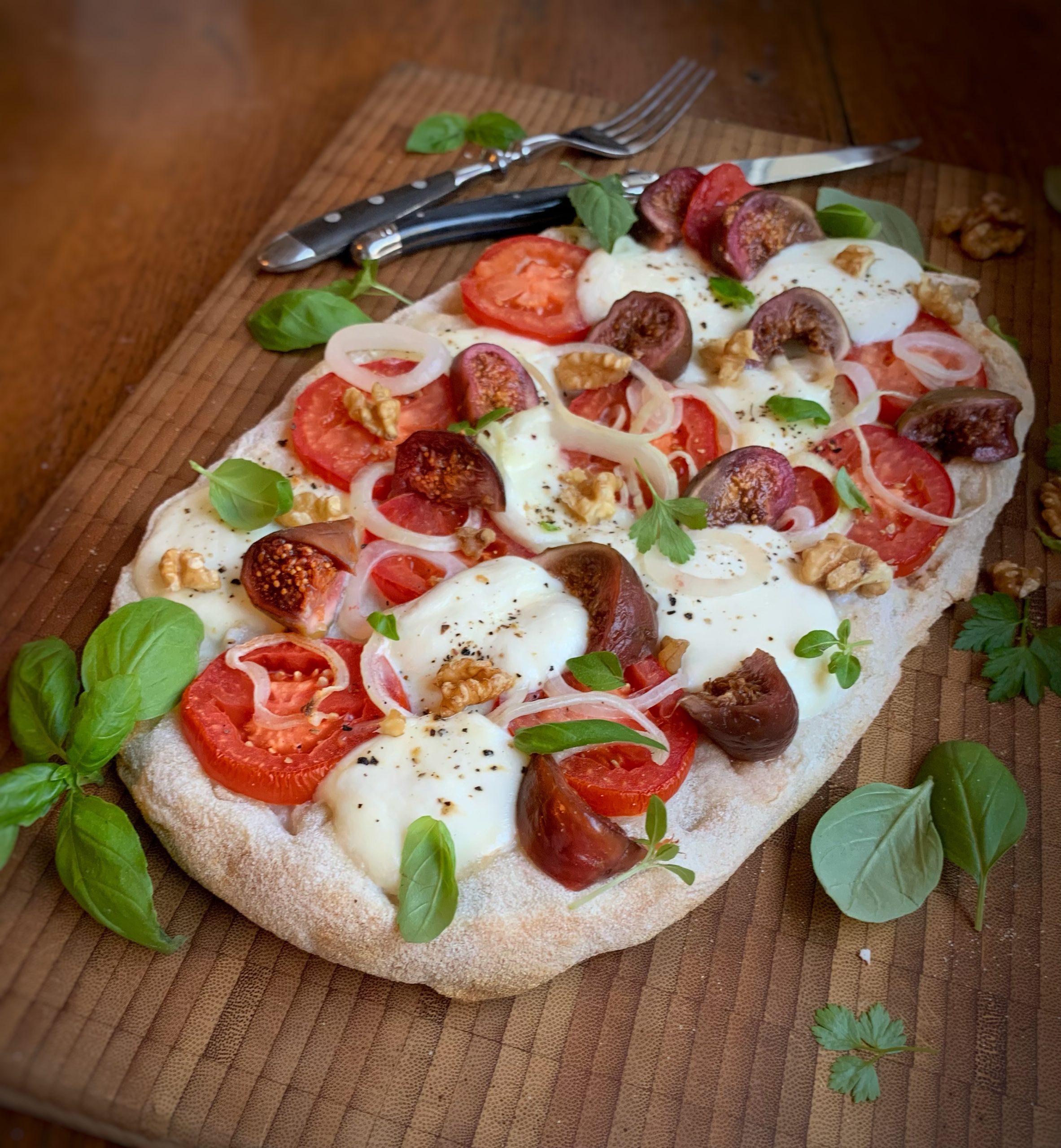 Deie mit Tomate, Büffelkäse und eingelegten Rotweinfeigen